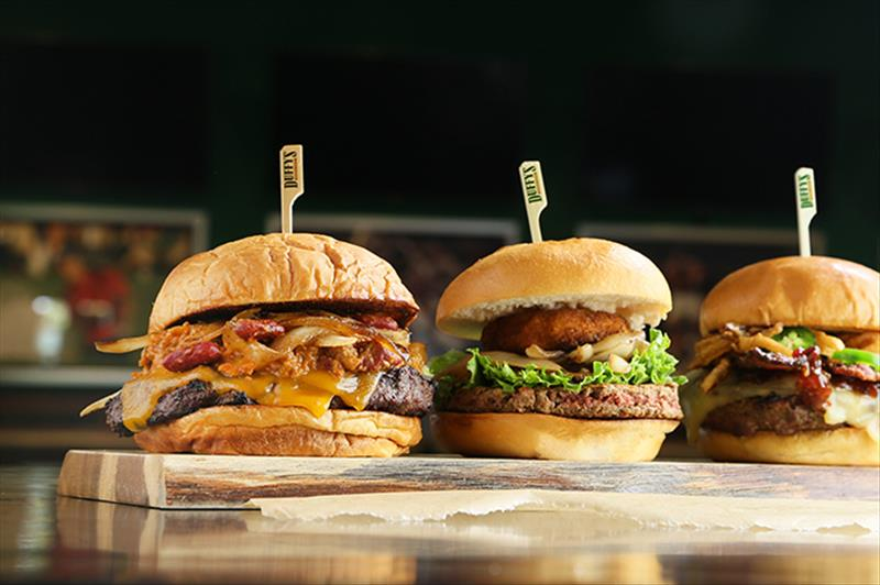 Duffy's Sports Grill kicks off DIY burger option, explores fast-casual concept